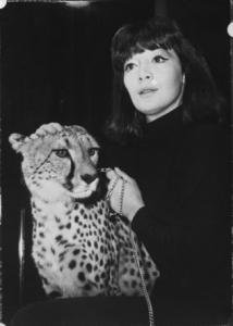 Juliette Gréco met Luipaard. Bron: website Nationaal Archief, http://proxy.handle.net/10648/a9e253d6-d0b4-102d-bcf8-003048976d84